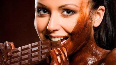 ¿Por qué las mujeres toman mucho chocolate y les gusta tanto?