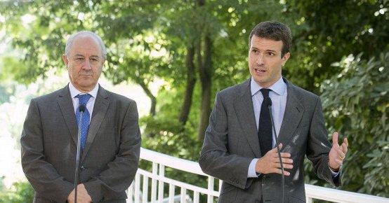 Casado aprovecha la crisis de la tesis de Sánchez para exigirle 'respeto' a los medios de comunicación