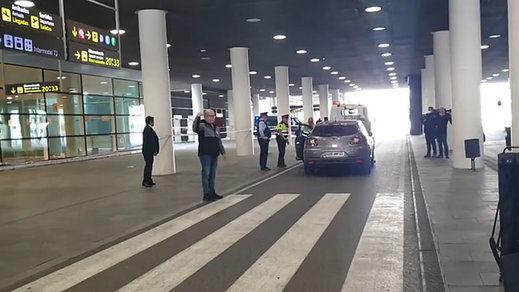 Arrestados 2 albaneses tras irrumpir con su coche en el aeropuerto de El Prat