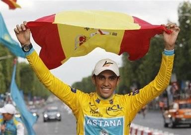 Contador quiere repetir esta foto de su triunfo en el Tour