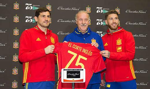 La Roja se estrena en la Eurocopa vestida de Emidio Tucci, firma de El Corte Inglés