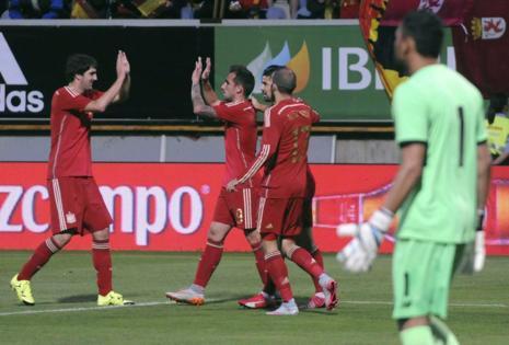 Navas evita la goleada de una Roja que dejó buenas sensaciones ante una Costa Rica atrevida (2-1)