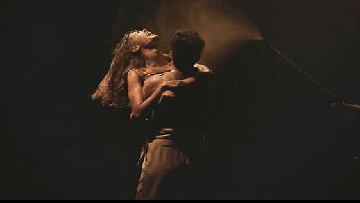 'Danzad malditos', que la vida sueño es...
