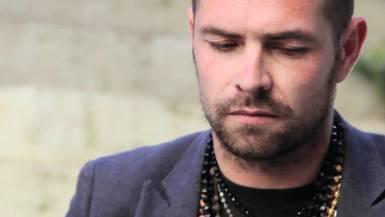 Davide Salvado: la mezcla perfecta de innovación y tradición en la música de raíz