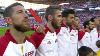 El dedo de Piqué, nueva polémica para el catalán en pleno himno español