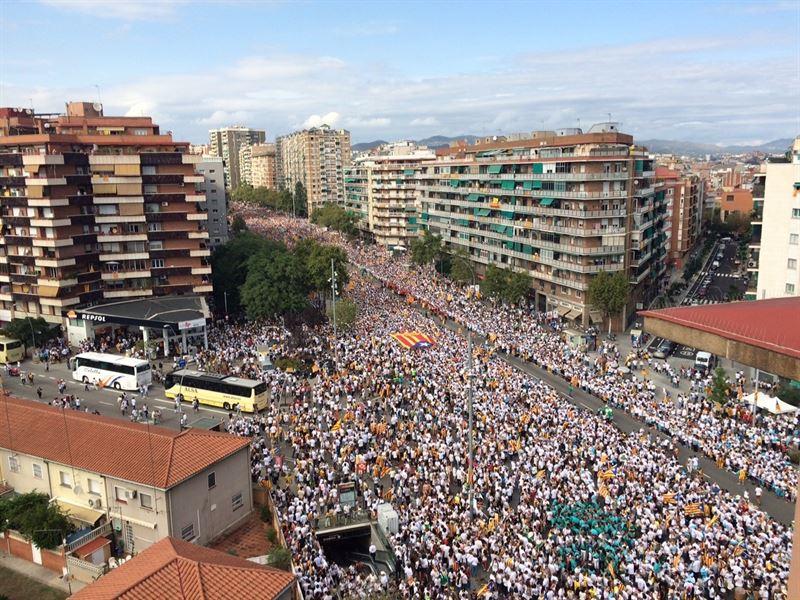 Macià 'reaparece' en el balcon del Palau para volver a proclamar la república