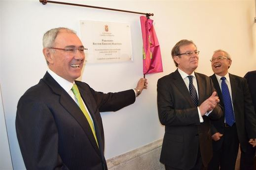 La UCLM homenajea al que fuera su rector, Ernesto Martínez Ataz