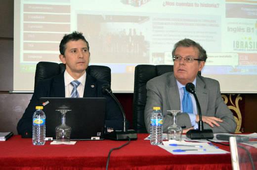 Miguel Ángel Collado (dcha.) junto a Crescencio Bravo, miembro de su actual equipo