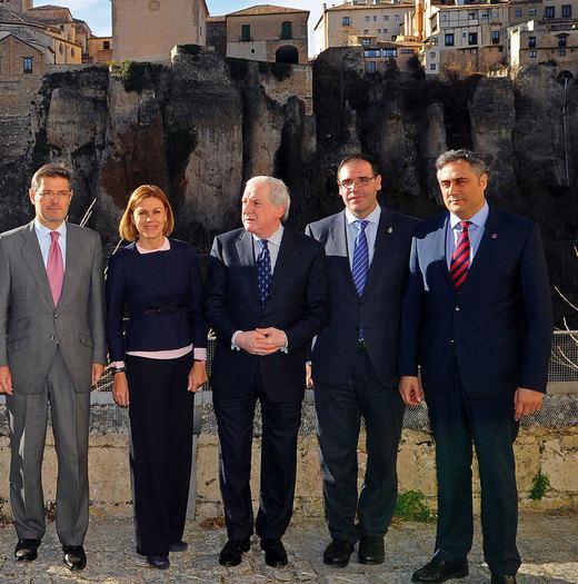 Cospedal usa el estilo Rajoy: