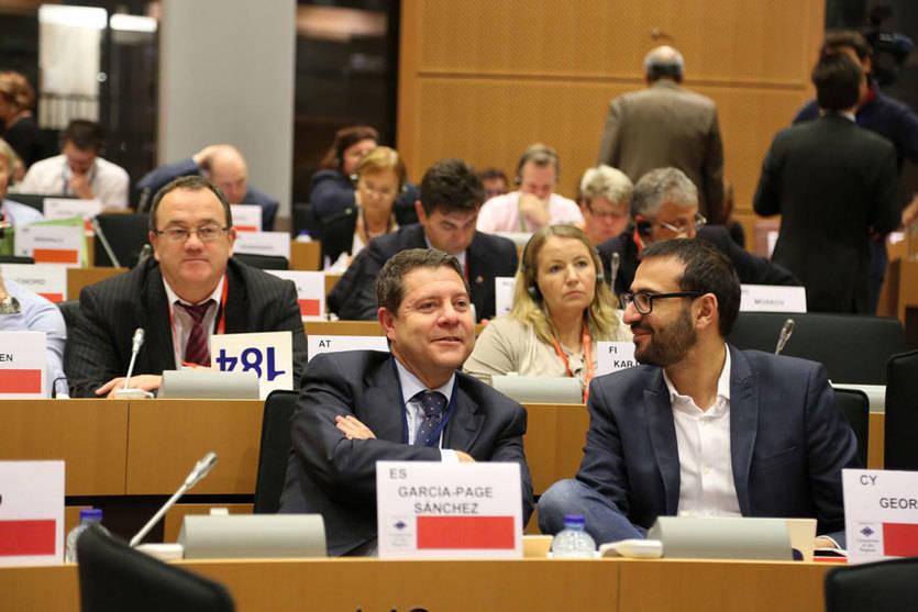 Page contempla tres retos para Europa: 'seguridad, cohesión derivada de la crisis económica y desafío ambiental'