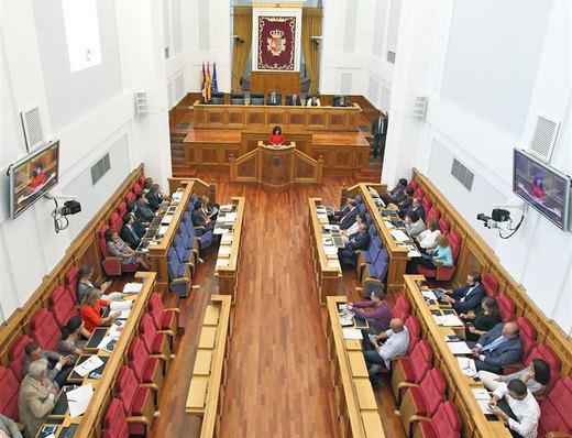 Las Cortes debatirán esta semana sobre la devolución de la extra a los funcionarios