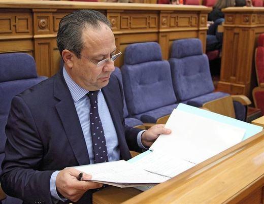 Aprobada la ley que prolonga el servicio activo de los funcionarios de la Junta