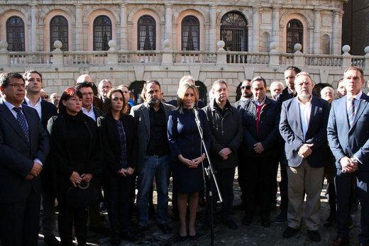 Los ayuntamientos guardan un minuto de silencio como repulsa a los atentado de París
