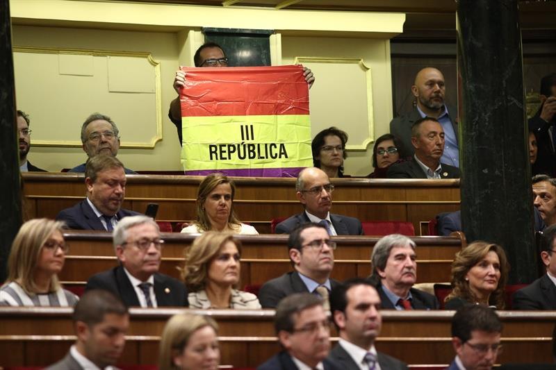 Iglesias acrecienta la división con IU por la protesta 'republicana' en pleno acto con el Rey