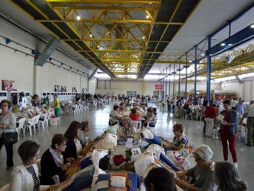 Cerca de 500 personas asisten a la I Muestra de Encaje 'Ciudad de Albacete'