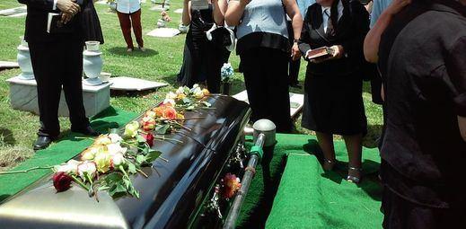 Días de permiso por fallecimiento de un familiar, cómo consolar a un ser querido: cómo afrontar una muerte