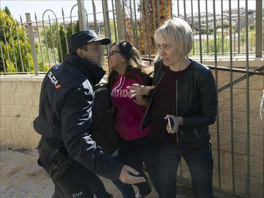 Sergio Morate visita su domicilio para un registro entre gritos de