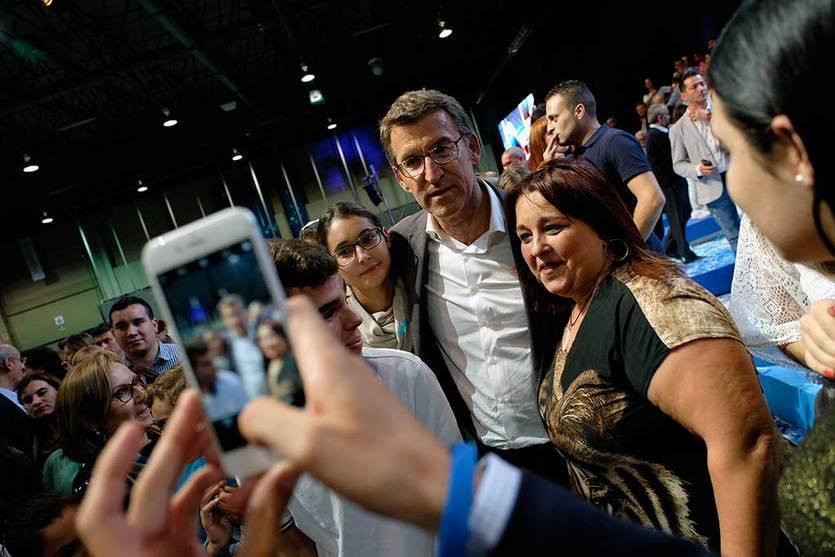 Feijóo, exultante, dice que no es 'salvador de nadie' y promete seguir al frente de Galicia 'hasta 2020'