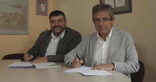 De izquierda a derecha, el presidente de FP empresa, Luis García Domínguez, y el director de Fundación Bankia por la Formación Dual, Juan Carlos Lauder, firman la renovación del acuerdo para la promoción de la FP