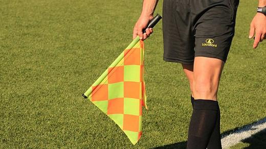 Sancionado un guardia civil que arbitraba partidos de fútbol estando de baja