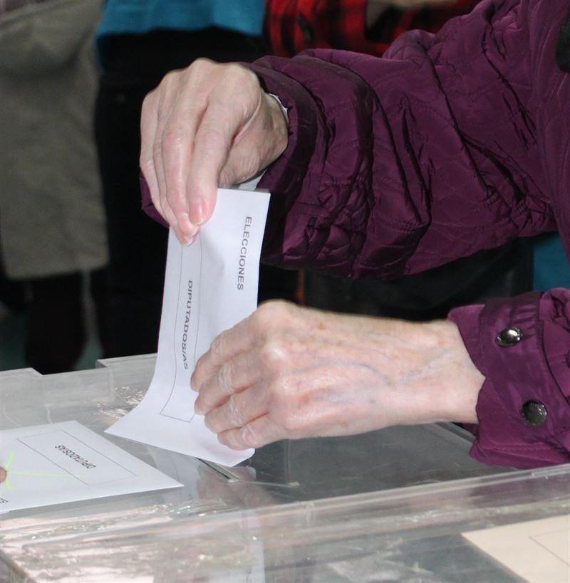 Un sondeo da en Castilla-La Mancha entre 9 y 10 esca�os al PP, entre 6 y 7 a PSOE y entre 2 y 3 a C's y Podemos