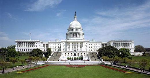 Reducen a un hombre que abrió fuego en el Capitolio en plena visita de turistas