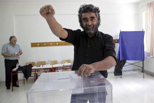 """Grecia ha decidido. Los griegos muestran su apoyo a su Gobierno en su pulso con la """"Troika"""""""