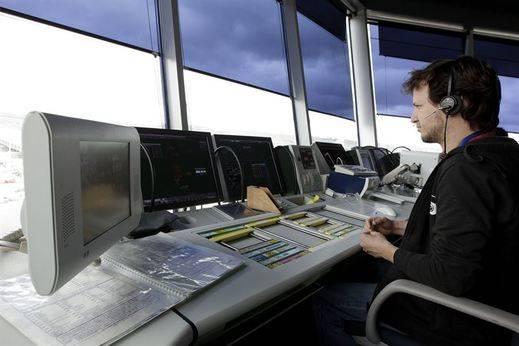 Más de 2.150 vuelos podrían verse afectados por la huelga de controladores este fin de semana