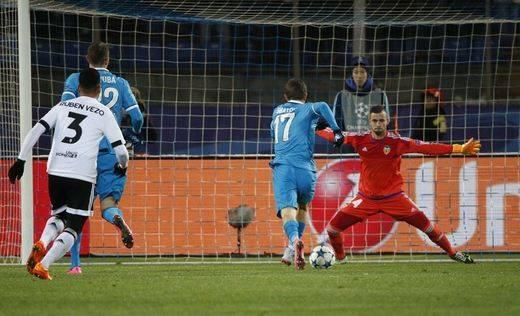 El Valencia ya sólo espera una carambola para seguir vivo en Champions tras caer 2-0 ante el Zenit