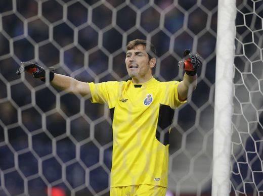 Un error garrafal de Iker Casillas en el Oporto vuelve a ser debate mundial