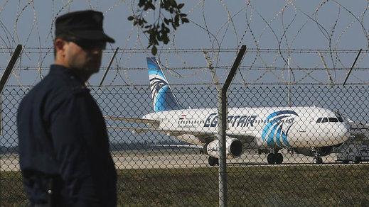 Detenido el secuestrador del avión en Chipre: el raptor podría tener problemas mentales