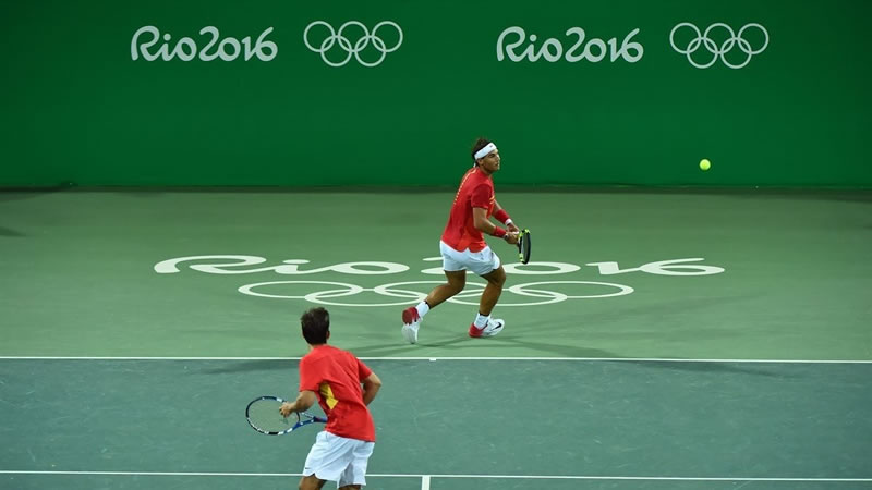 La pareja Nadal-Marc López roza la medalla tras alcanzar las semifinales de dobles