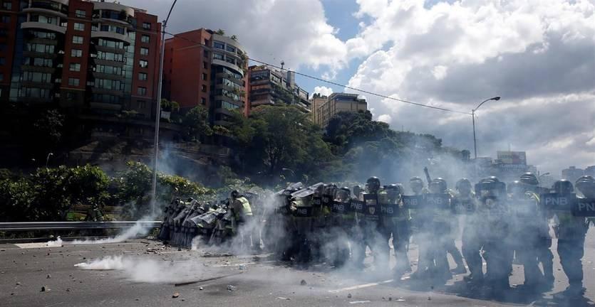 La 'gran toma de Caracas' finalizó sin graves incidentes y con miles de personas exigiendo el fin del 'chavismo'