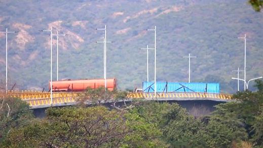 El Ejécito venezolano bloquea el puente fronterizo con Colombia para evitar que entre la ayuda humanitaria