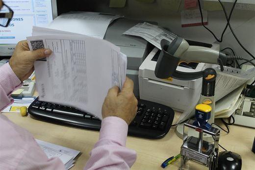 El PP-CLM quiere que empleados públicos recuperen los 'moscosos'
