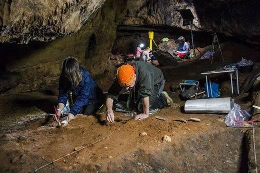 Investigan en la cueva de Los Casares de Guadalajara
