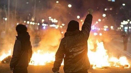 Graves disturbios violentos en Cataluña por la detención de Pablo Hasél