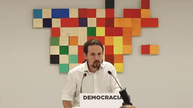 Iglesias pide la dimisión de Rajoy pero se ceba con la postura del PSOE