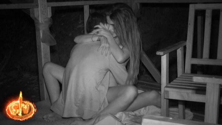 Terremoto en 'Supervivientes': la pareja Violeta y Fabio mantienen sexo ante las cámaras