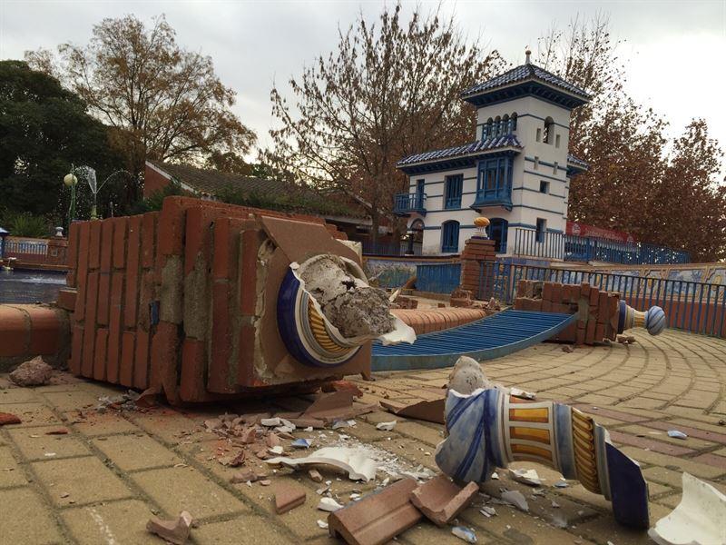 Destrozan parte de la cerámica de los Jardines del Prado de Talavera