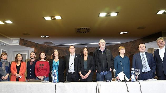 PSOE y Podemos se unen a Otegi en el manifiesto sobre el desarme de ETA