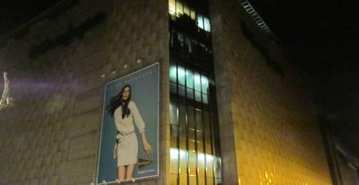 El Corte Inglés apaga las luces de sus fachadas más emblemáticas durante 'La Hora del Planeta'