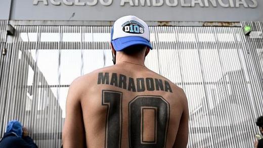 Maradona sufre síndrome de abstinencia mientras se recupera de la operación en la cabeza