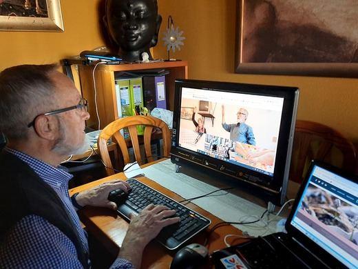 El proyecto 'Mayores Tecnológicamente Felices' recibe ayuda de empresas solidarias