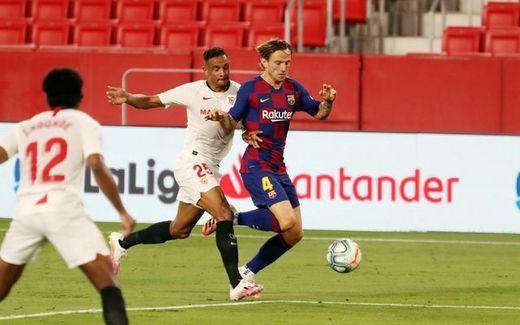 El Barça empata en Sevilla (0-0) y le sirve el liderato en bandeja al Madrid