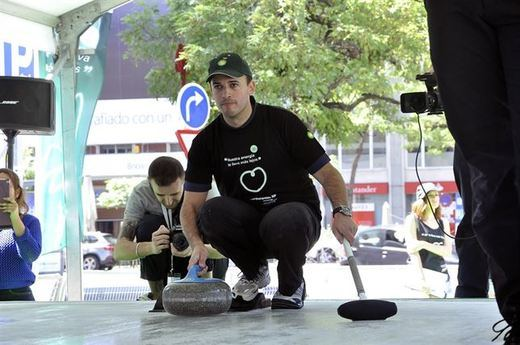 El curling, un deporte que podría darnos medallas, sin instalaciones en España