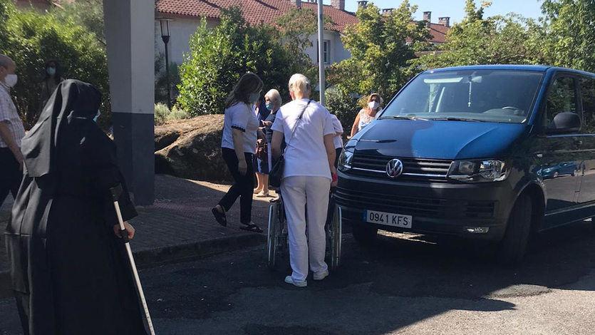 BNG y PSOE denuncian el traslado de ancianos de una residencia para votar en Galicia
