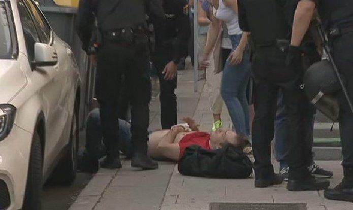 La agresión en Moratalaz hace saltar las alarmas: enfrentamientos entre manifestantes anti-Gobierno y antifascistas