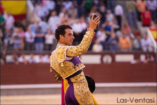 Morenito con la oreja por su artística faena del 10 de mayo en Las Ventas