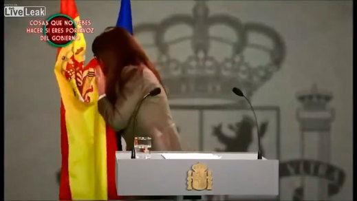 Dani Mateo no fue el primero en hacer un 'sketch' sonándose la nariz con la bandera de España
